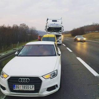 Izlazak na teren, hitna zamena anlasera na kamionu Mercedes Benz Actros MP4 www.grucom.rs 0659930900 #grucomdoo #kamion #actros #mp4 #mercedesbenz #truck #anlaser #alnaser #alternator #autoelektrika #daf #volvo #renault #scania #mack #man #iveco #stralis #servis